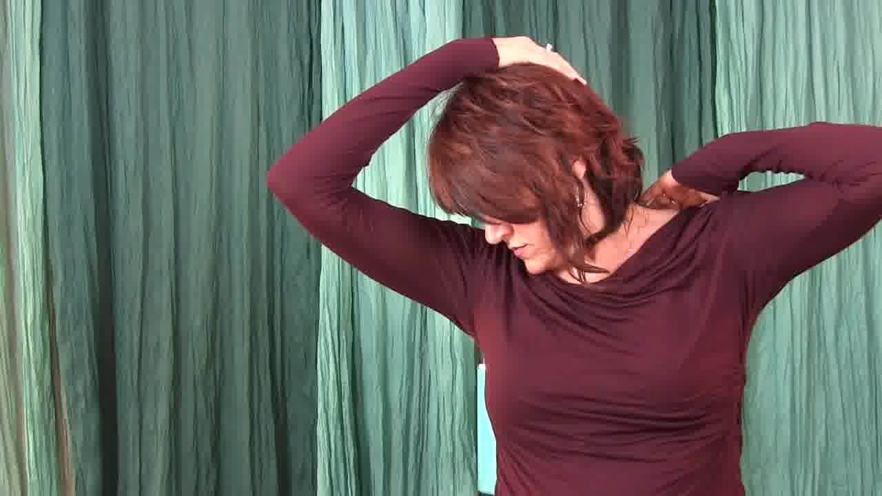 neck and shoulder stretches