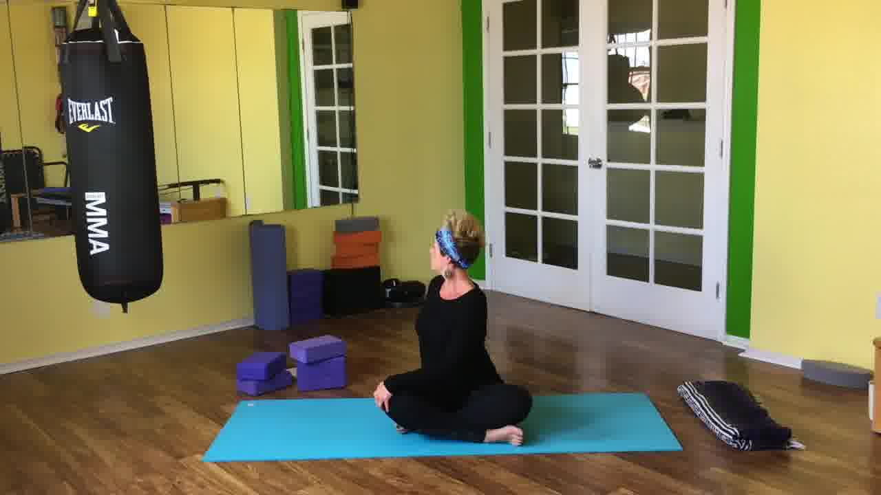 Yoga Let's Twist to Detox a...